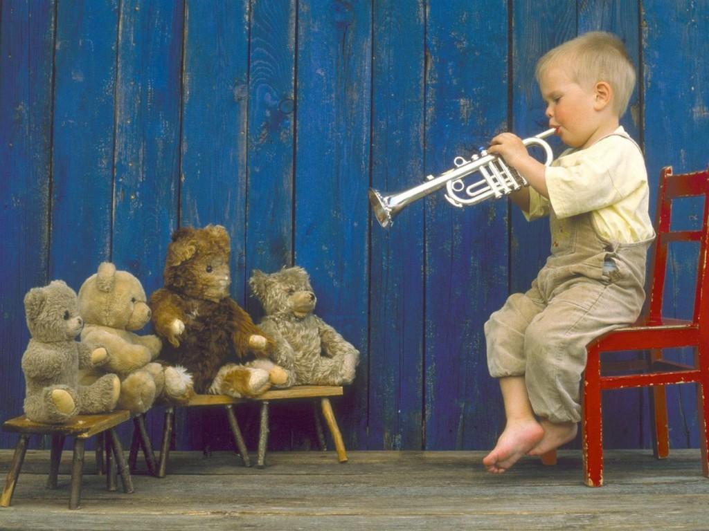 bambino-che-suona-la-tromba